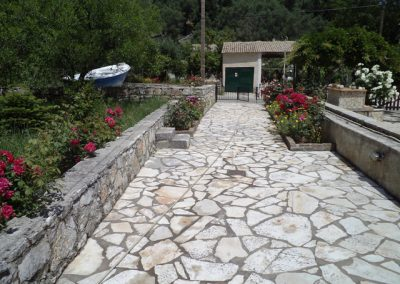 Pipis entrance and garden