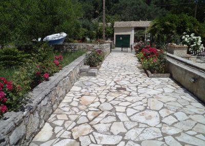 Pipis entrance and garden